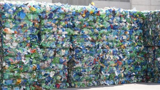 Montagna di rifiuti trattati e da riciclare