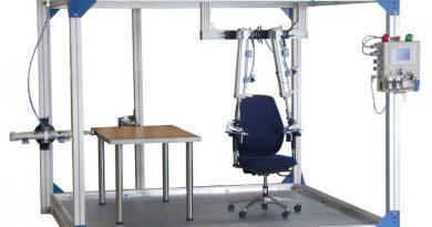 Macchinario che fa test sulla durabilità dei mobili di arredamento