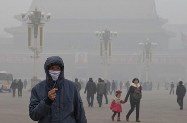 Inquinamento in Cina in piazza a Pechino dovuto al carbone