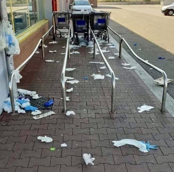 Coronavirus: Plastic Free, guanti e mascherina gettati a terra inquinano il Pianeta e diffondono la pandemia