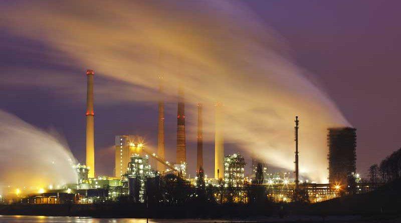 Emissioni industriali inquinanti ridotte ricercando l'allineamento climatico per riduzione del cambiamento climatico