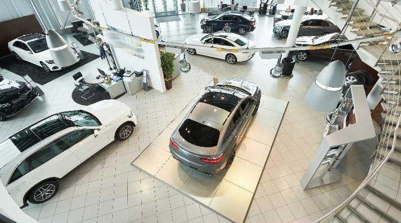 Salone in cui vendono auto elettriche nell'Unione Europea