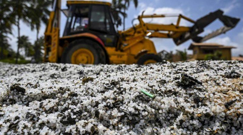Disastro ambientale in Sri Lanka provocato da plastica e petrolio